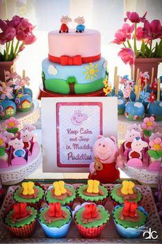 A campeã de pedidos de ideias do blog, Festa Peppa Pig!!Uma verdadeira paixão esta porquinha.Imagens Scrap Fest.Lindas ideias e muita inspiração.Bjs, Fabíola Teles.Mais ideias lindas:Scrap Fes... 1st Birthday Boy Themes, 1st Boy Birthday, 3rd Birthday Parties, Bolo Da Peppa Pig, Cumple Peppa Pig, Bunny Party, Pig Party, Peppa Pig Y George, George Pig