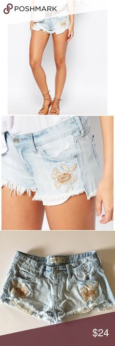 Abercrombie embroidered denim cut off shorts Super cute low rise floral embroidered jean shorts by Abercrombie & Fitch in size 4 / 27. Light wash, distressed 100% cotton denim. Great pre-owned condition! Abercrombie & Fitch Shorts Jean Shorts