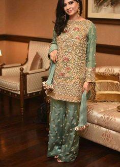 Golden zari by jawad Pakistani bridal ✨☽⊱beauty⊰☾✨ As it 37000 Walima Dress, Shadi Dresses, Pakistani Bridal Dresses, Pakistani Dress Design, Pakistani Outfits, Pakistani Designers, Indian Dresses, Wedding Dresses For Girls, Party Wear Dresses