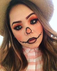 Are you looking for ideas for your Halloween make-up? Browse around this site for creepy Halloween makeup looks. Halloween Costumes Scarecrow, Creepy Halloween Makeup, Scarecrow Makeup, Pretty Halloween, Halloween Eyes, Halloween Recipe, Women Halloween, Halloween Projects, Halloween Nails