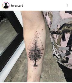New palm tree tattoo men tricep Ideas Trendy Tattoos, Small Tattoos, Tattoos For Guys, Cool Tattoos, Tatoos, Bild Tattoos, Body Art Tattoos, Sleeve Tattoos, Tattoo Ink