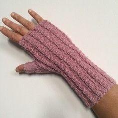 En vidéo étape par étape: comment tricoter des mitaines à fines torsades