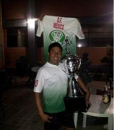 Llegando con el trofeo interescolar de Tlaxcala ala uni :D