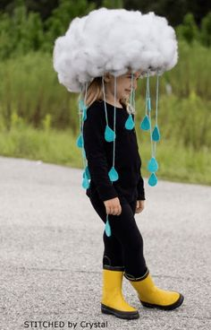 Make a quick & easy RAIN CLOUD COSTUME…Diy kids dress up, would be great to make togehter. tha base is simply a hat! Make a quick & easy RAIN CLOUD COSTUME…Diy kids dress up, would be great to make togehter. tha base is simply a hat! Crazy Hat Day, Crazy Hats, Crazy Hair Day At School, School Fun, Diy Halloween Costumes For Kids, Scary Halloween, Group Halloween, Zombie Costumes, Halloween Couples