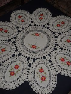 Crochet Bedspread, Crochet Curtains, Crochet Tablecloth, Crochet Doilies, Vintage Embroidery, Hand Embroidery, Yarn Crafts, Diy And Crafts, Fabric Paint Designs