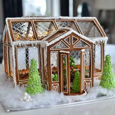 """1,173 Likes, 66 Comments - Siw Eriksen: @revinyl - Norway (@kreasiw) on Instagram: """"[ Gingerbread house ] @silverodlan1 har laget det mest luksuriøse pepperkakehuset! Har du sett noe…"""""""