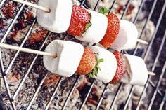 Brochettes de fraises et chamallows