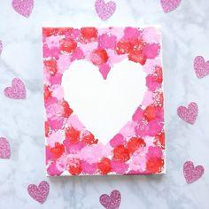 Artisanat de peinture de coeur de boule de coton pour des enfants - chuchotements de soleil  Artisanat de la Saint-Valentin pour les enfants  #artisanat #boule #chuchotements #coeur #coton #des #enfants #peinture #pour #soleil