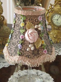 Adorable 44 Vintage Victorian Lamp Shades Ideas for Bedroom https://lovelyving.com/2017/09/23/44-vintage-victorian-lamp-shades-ideas-bedroom/