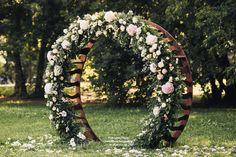 Круглая арка на выездной регистрации #круглаяарка #свадьба #выездная