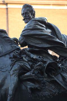 Particolare della statua equestre di Alessandro Farnese in piazza dei Cavalli
