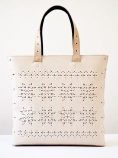wish list bag from theBetaVersion Tote Purse, Tote Handbags, Leather Carving, Travel Accessories, Leather Craft, Pu Leather, Leather Bags, Fashion Bags, Purses And Bags