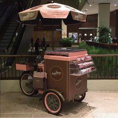 Food Bike Triciclo Space para doces em shopping center                                                                                                                                                     Mais