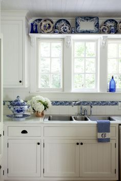 Great Shabby Chic Kitchen Ideas To Get You Started Country Kitchen Designs, French Country Kitchens, Rustic Kitchen Decor, Shabby Chic Kitchen, French Country Decorating, Home Decor Kitchen, New Kitchen, Home Kitchens, Cottage Decorating