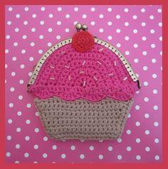 Marvelous Crochet A Shell Stitch Purse Bag Ideas. Wonderful Crochet A Shell Stitch Purse Bag Ideas. Crochet Wallet, Crochet Case, Crochet Coin Purse, Crochet Shell Stitch, Crochet Food, Crochet Purses, Love Crochet, Diy Crochet, Crochet Crafts