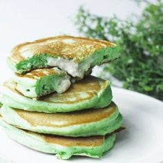 Pandan Pancakes and Coconut Custard. Bringing in the Southeast Asian flavours! A delicious and fluffy pandan pancakes with creamy coconut custard filling Tapioca Dessert, Coconut Pancakes, Coconut Custard, Custard Filling, Asian Recipes, Ethnic Recipes, Fusion Food, Recipe Today, International Recipes