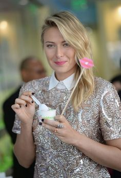 maria-sharapova-unveils-sugarpova-toppings-exclusively-for-pinkberry-in-los-angeles_1.jpg (1280×1886)