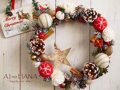 X'mas wreath * 25 ~木の実と羊毛フェルトボールのリース~ by AInoHANA フラワー Christmas Cross, White Christmas, Christmas Diy, Christmas Decorations, Xmas, Holiday, Felt Wreath, Ornament Wreath, Felt Ball