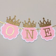 I am ONE, Pink and Gold Birthday Party Decorations. ONE High Chair Banner. Pink and Gold Party. Little Princess, Smash Cake banner - Promo XV - Gold Party, Pink And Gold Birthday Party, 1st Birthday Princess, Gold First Birthday, First Birthday Banners, Baby Girl 1st Birthday, First Birthday Parties, Cake Birthday, Princesse Party
