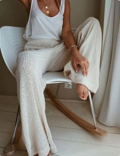 25 Best Online Shopping Sites for Women (updated Cozy cream and white look. Loving these wide leg sweater pants! Great casual look for lounging.Cozy cream and white look. Loving these wide leg sweater pants! Great casual look for lounging. Lounge Outfit, Lounge Wear, Lounge Clothes, Comfy Clothes, Comfortable Clothes, Sunday Clothes, Fancy Clothes, Winter Clothes, Comfortable Fashion