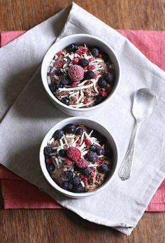 Overnight chocolate chia oat pudding