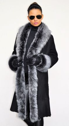 OUTLET SHEEPSKIN WITH FOX FUR.