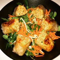 Je vous propose aujourd'hui une recette qui va en ravir plus d'un je pense : des nems au poulet cuits au four.