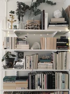 bookshelf ideas, DIY bookshelf decorating ideas, bookshelves for small space, un… – Bookshelf Decor Bookshelves For Small Spaces, Cheap Bookshelves, Creative Bookshelves, Bookshelves In Bedroom, Decorating Bookshelves, Bookshelf Styling, Bookshelf Design, Bookshelf Ideas, Book Shelves