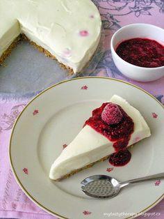 Nepečený cheesecake s bílou čokoládou a malinovým chia přelivem Cheesecake, Panna Cotta, Pudding, Cupcakes, Ethnic Recipes, Sweet, Food, Candy, Dulce De Leche