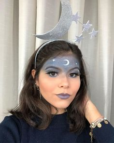 Carnaval 2021 makeup: colorful, glitter, simple and easy .- Maquiagem Carnaval colorida, glitter, simples e fácil de fazer Mardi Gras Outfits, Carnival Outfits, Carnival Makeup, Pretty Halloween, Halloween Makeup Looks, Halloween Costumes For Girls, Makeup Trends, Glitter Carnaval, Alaaf You