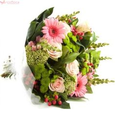 The Perfect Bouquet - Buchet din trandafiri, gerbera si hypericum Different Kinds Of Flowers, Amazing Flowers, Flower Arrangements, Floral Wreath, Royalty Free Stock Photos, Wreaths, Nature, Annual Reports, Image