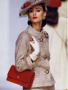 Aly Dunne for Chanel Fashion Show, Fall/Winter 1988 tag: Karl Lagerfeld 80s And 90s Fashion, Retro Fashion, Runway Fashion, Vintage Fashion, Womens Fashion, Parfum Gaultier, Estilo Coco Chanel, Mode Outfits, Fashion Outfits