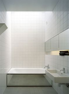 Claesson Koivisto Rune. Bathtub with a mirror.