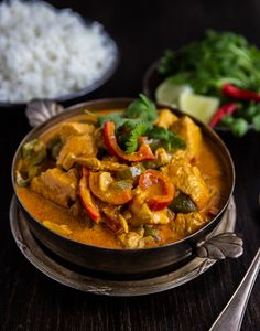 Pollo en leche de coco- Colombiansk kycklinggryta - ZEINAS KITCHEN Good Mood, Deli, Thai Red Curry, Main Dishes, Dinner Recipes, Food And Drink, Lunch, Chicken, Ethnic Recipes