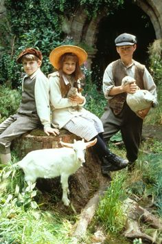 "Nestled in Nostalgia: Cinemanic Monday: ""Two lads an' a little lass just lookin' on at th' springtime"""
