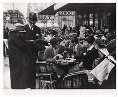 Le Dôme Café, Montparnasse, Paris. 1928. Photographer: Andre Kertesz