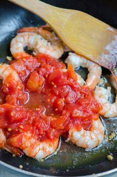 Creveti in sos de rosii cu seminte de pin - Din secretele bucătăriei chinezești Shrimp, Meat, Food, Meal, Eten, Meals