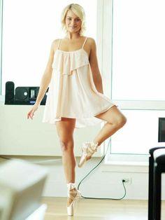 Margot Robbie Sexy Legs
