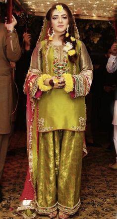 Pakistani Mehndi Dress, Asian Wedding Dress Pakistani, Simple Pakistani Dresses, Pakistani Fashion Party Wear, Pakistani Dress Design, Fancy Dress Design, Stylish Dress Designs, Bridal Dress Design, Stylish Dresses For Girls