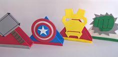DEIXE SUA FESTA MAIS BONITA E DECORADA.... LINDOS PORTA GUARDANAPO EM EVA.... SUPER DIFERENTE. Baby Superhero, Loot Bags, Hero Girl, Ideas Para Fiestas, Thor, Spiderman, Iron Man, Birthday, Birthday Party Tables