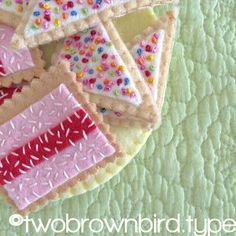 Anyone for an Iced vo-vo? Or a slice of fairy bread perhaps? Diy For Kids, Crafts For Kids, Felt Food Patterns, Felt Cake, Fairy Bread, Felt Play Food, Felt Fairy, Felt Decorations, Fake Food