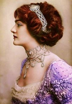 Colorized photograph of an elegant lady at the turn of the Century - She resembles Kate Winslet, in her portrayal of 'Rose' in 'Titanic'