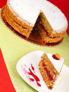 La Torta farcita di grano saraceno e noci con marmellata di mirtilli è un dolce genuino, dal sapore rustico e tradizionale, come quelli delle nonne.