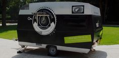 Meet the Roulot& a Luxembourg-based mobile trailer that doubles as both a giant camera obscura and a photography workshop classroom. All the mobile Home Photo Studio, Home Studio, Vintage Campers Trailers, Travel Trailers, Mobile Photography, Learn Photography, Food Photography, Trailer Interior, Pinhole Camera