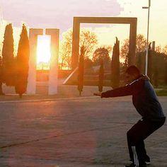 El sol desaparece en el horizonte pero nuestras ganas de entrenar no! #DespiertayEntrena #Despierta #Entrena #entrenamiento #deporte #salud #bienestar #sentadillas #instafit #entrenadorespersonales #Madrid #sunset #puestadesol #squat #fitness #workout
