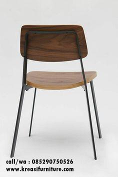 Kursi Cafe Simpel Kombinasi Besi merupakan kursi cafe modern kombinasi dua bahan yaitu kayu jati solid dan rangka besi yang dijadikan produk berkualias.