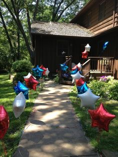 Deployment homecoming or boot camp return. Line walkway with balloons held down . , Deployment homecoming or boot camp return. Line walkway with balloons held down with golf tees. Military Retirement Parties, Military Party, Military Homecoming, Military Send Off Party Ideas, Deployment Party, Military Deployment, Military Wife, Army Mom, Army Life