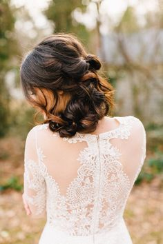 lace wedding dress details - photo by Four Corners Photography http://ruffledblog.com/backyard-elopement-inspiration-for-valentines-day