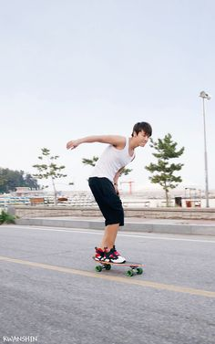 Donghae oppa rides a skateboard. I love skateboarding so much, it's so much easy for me to fall for someone who rides it well :3