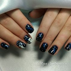 Design of nails with a pattern of constellations. Good white bear.